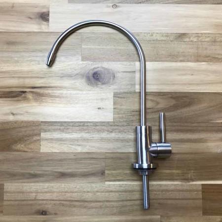 Edelstahl-Wasserhahn