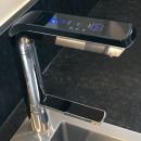 AquaVolta-Elegance-Untertischionisierer-installiert-Metallspuele-2