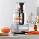 Magimix Cuisine Systeme 5200 XL - in der Kueche mit Karotten